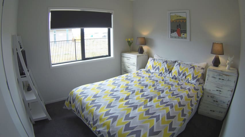 Queen, Twin or Both rooms! - Rolleston - Huis