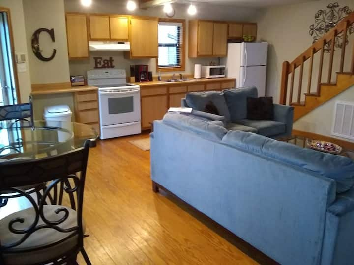 **No Cleaning Fee** Carli's Unique Loft Home