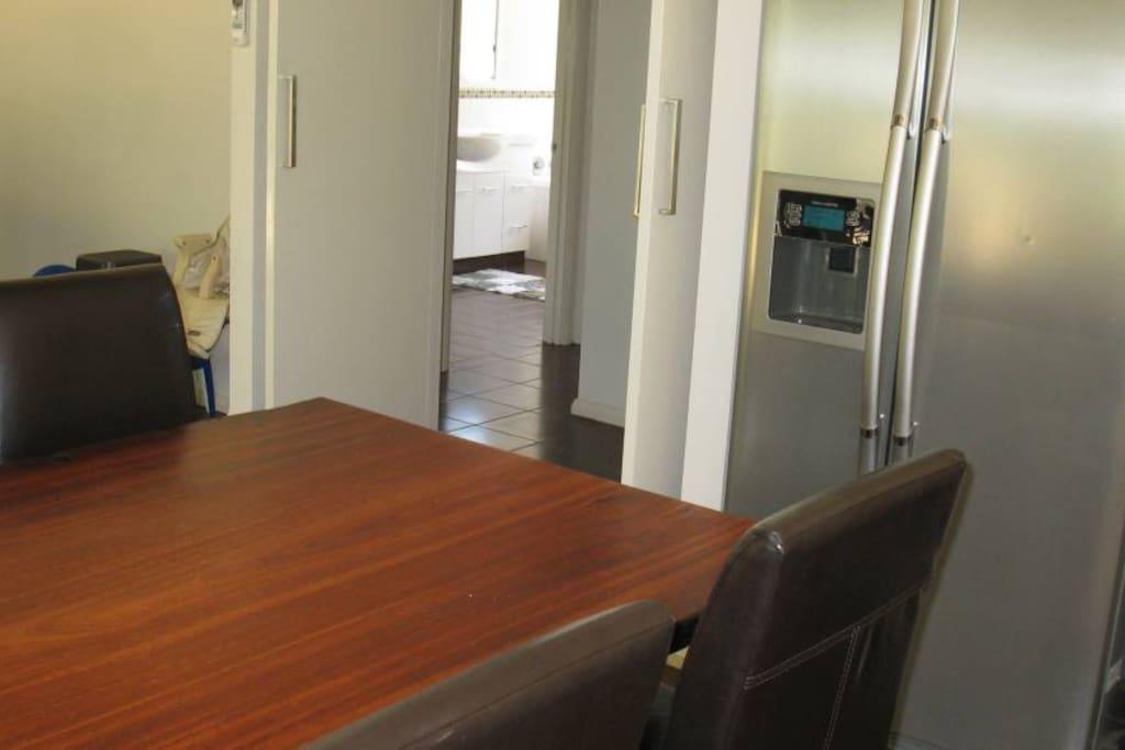 Large open plan kitchen / dining
