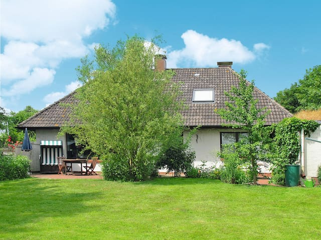 90 m² holiday home in Langenhorn