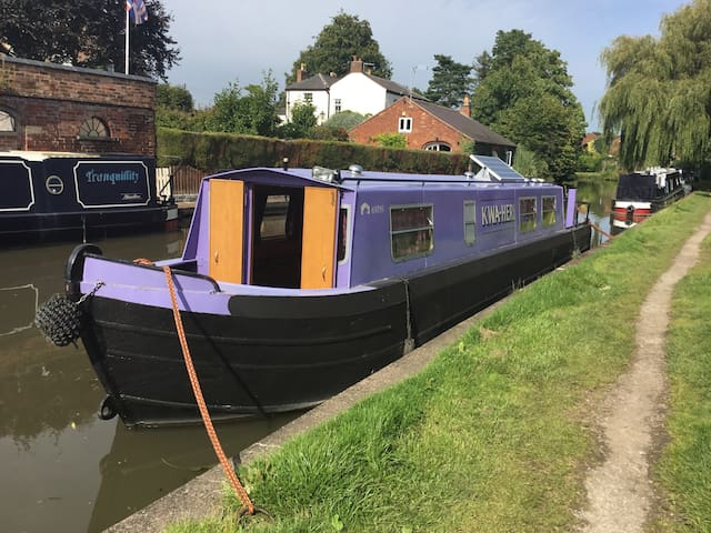 Canal narrowboat holiday-Trent & Mersey Midlands