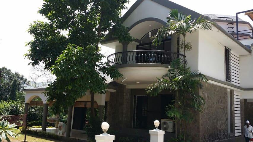 Hygiene 4 BHK bungalow with Jacuzzi - Lonavala - Apartment