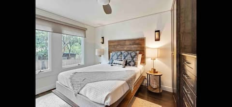 Glam studio steps from Zilker & top dining in ATX!