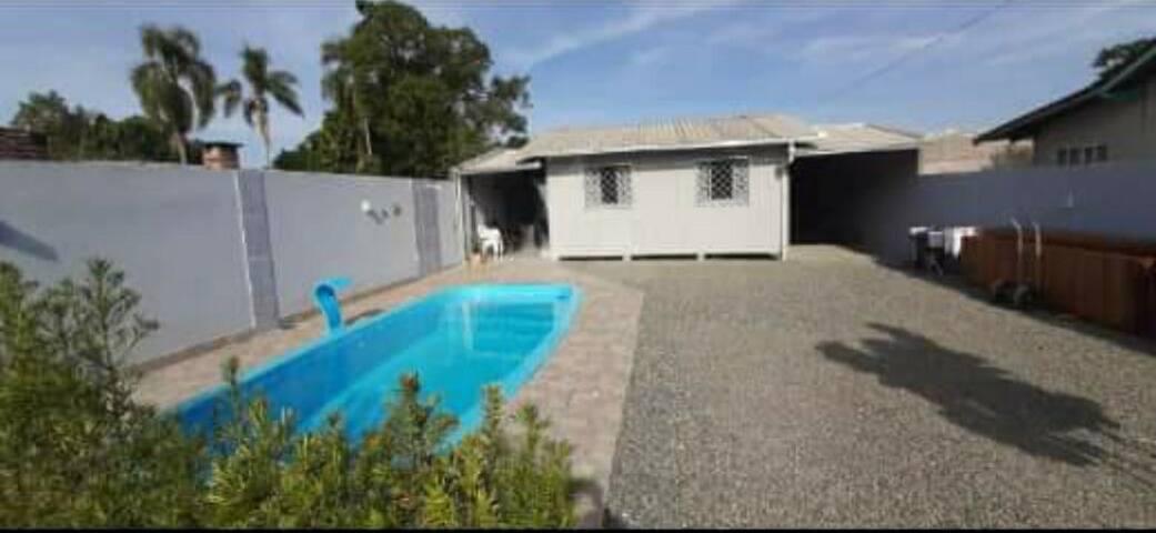 Casa na Praia do Grant com piscina.