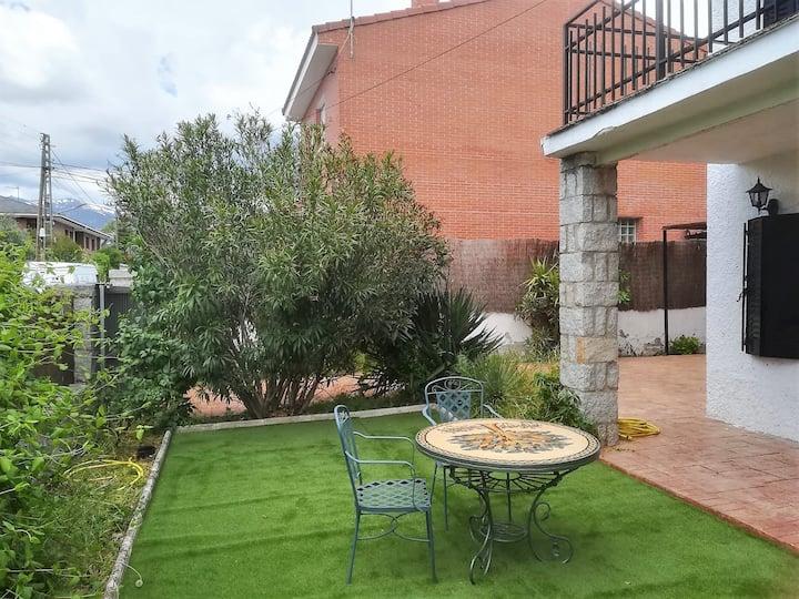 Chalet con jardín en Soto del Real (8 pax)