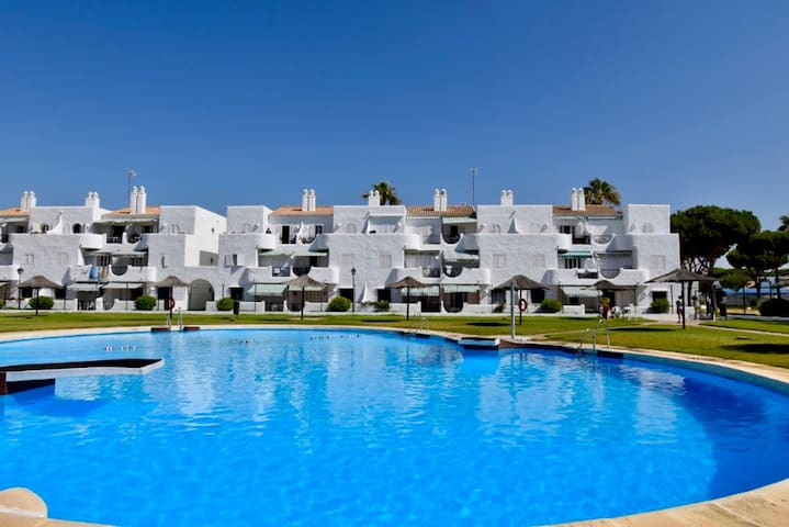 Modern, with pool and very close to the beach - Apartamento Acuario