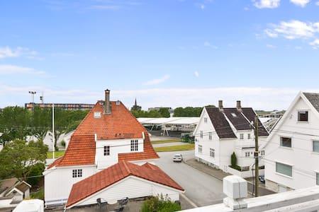 Sentral stor leilighet i haugesund - Haugesund - Apartamento