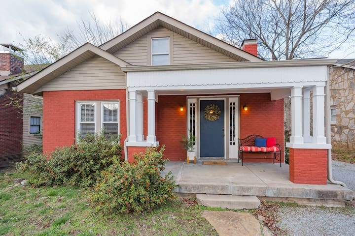 Red Nashville Beauty 4BD/2BT - 12Min from Downtown