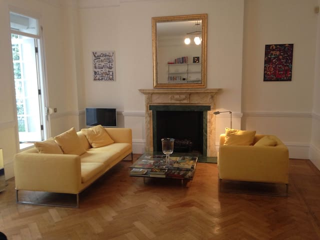 LOVELY VERY CENTRAL CHELSEA FLAT