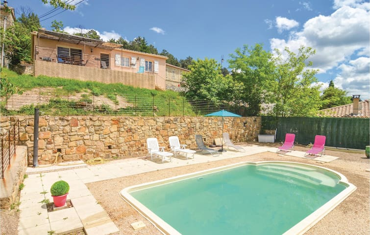 Holiday cottage with 3 bedrooms on 98 m² in Bordezac