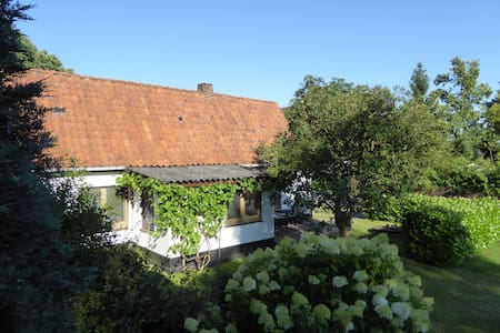 Unser kleines Haus - Hus