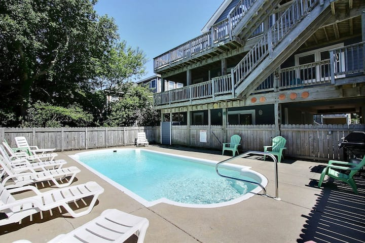 1658* Raise The Jolly Roger* 9 min. walk to beach access* Pet Friendly* Private Pool*