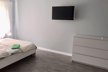 Уютная квартира в центре города, ул.Российская 220