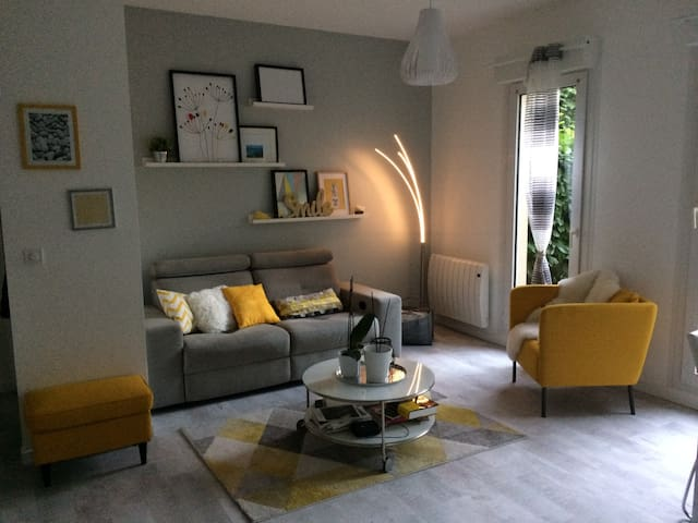 Cozy and modern apartment close to Paris