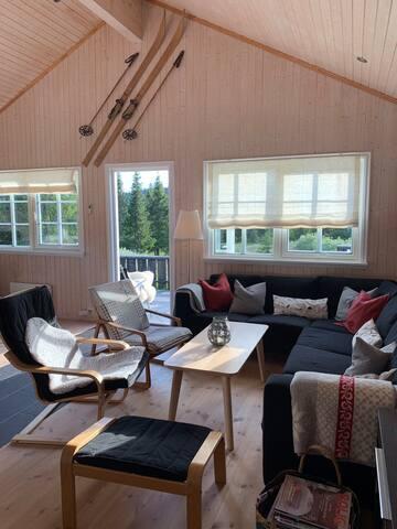 Luftig og koselig hytte fint plassert på Nordseter