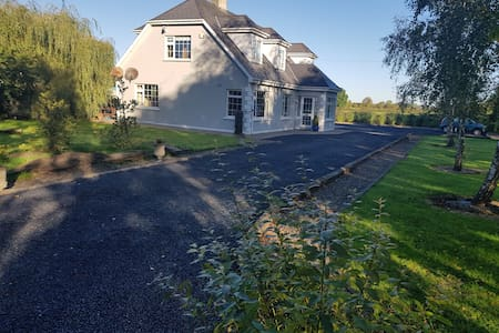 Large 4 bedroom Detached country home