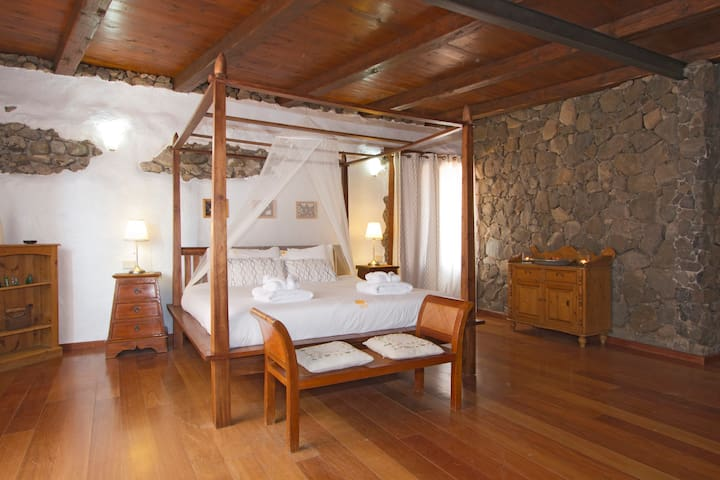 Master bedroom with 4 poster bed