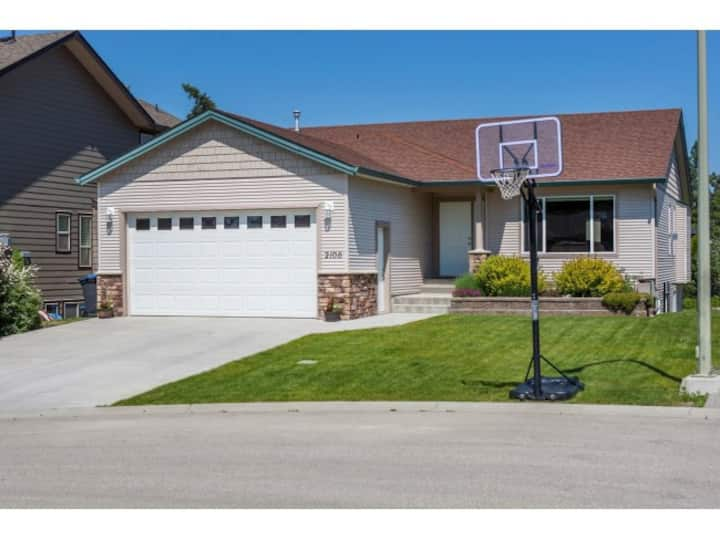 Quiet Okanagan family home near 7 wineries.