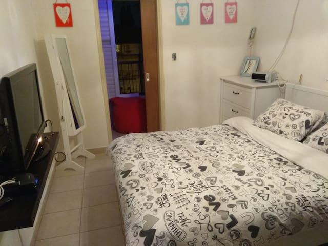 Cozy 1 bedroom and 1 living room apt near Tel Aviv