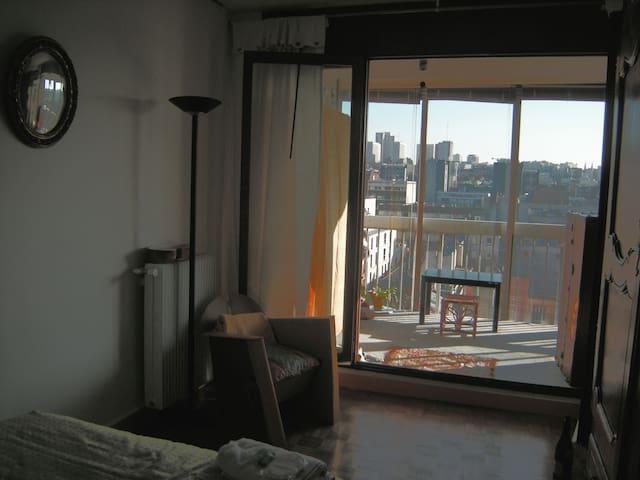Chambre  A - côté Jardin avec loggia végétalisée pour méditer, se reposer ou faire du yoga