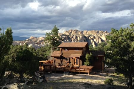 One of a kind, secluded red rock & forest retreat - Teasdale