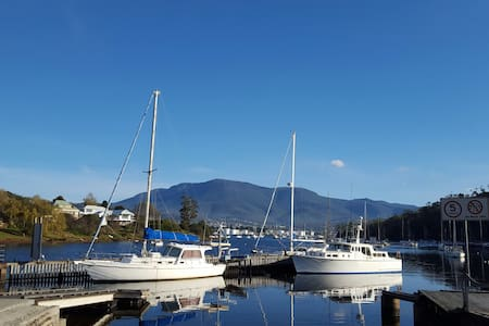HOBART 12 mins magnificent panoramic mountain view - Geilston Bay