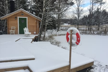 Idyllic new B&B cabin by a pond, in countryside - arstad