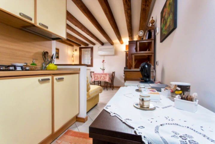 TANA - ST.MARK'S SQ. 12 MINS WALK- CHARMING STUDIO