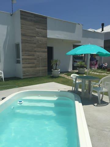 Casa com piscina na Praia de Canasvieiras