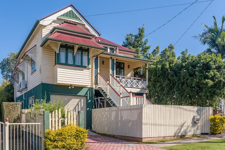 Dual occupancy house, close to CBD