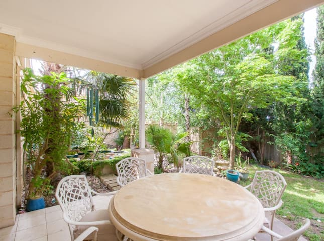 Serene Home and Garden in Warragul