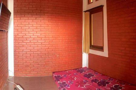 RAUN Guest House - Lantai Atas | A