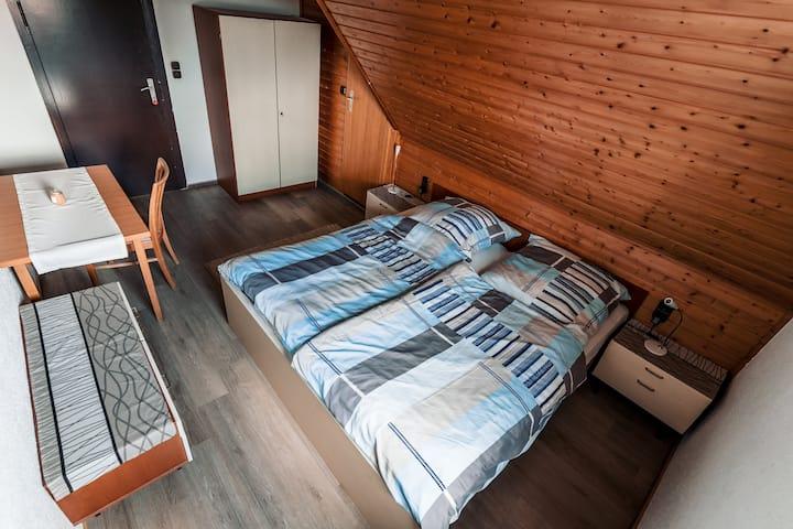 ★ Großes Zimmer & Doppelbett inkl. Badezimmer ★