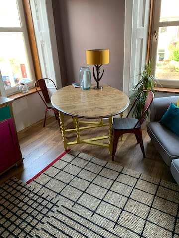 Castle Apt - Lovely 3-bed flat with garden