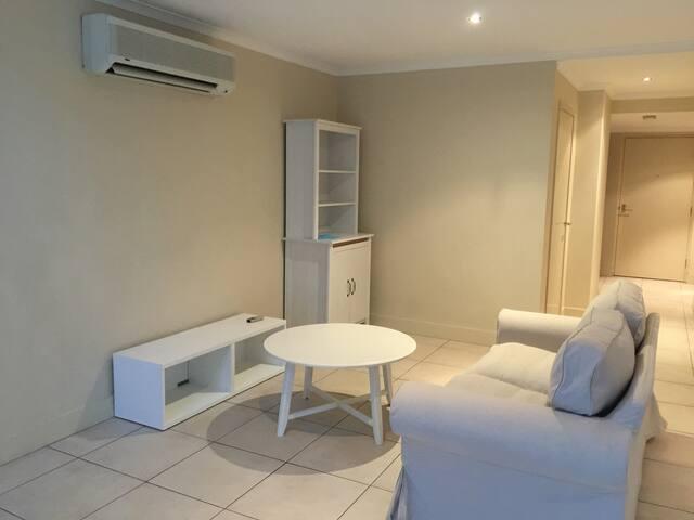 1 Private Bedroom in The Avenue Apartment - Braddon - Lägenhet