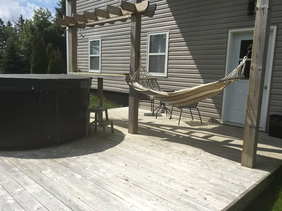 The private entrance is where you will find a sitting area, a hammock and a hot tub.