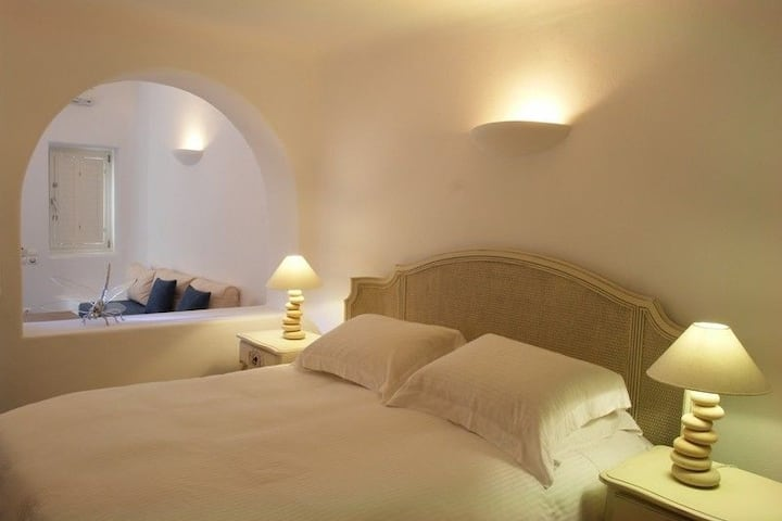 Junior Suite with shared pool & caldera view