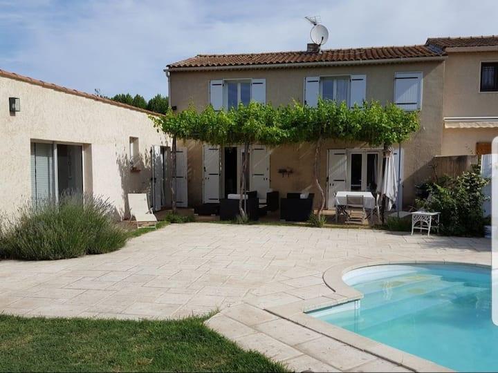 Villa 10 pers. avec piscine à 4 km du centre d'Aix