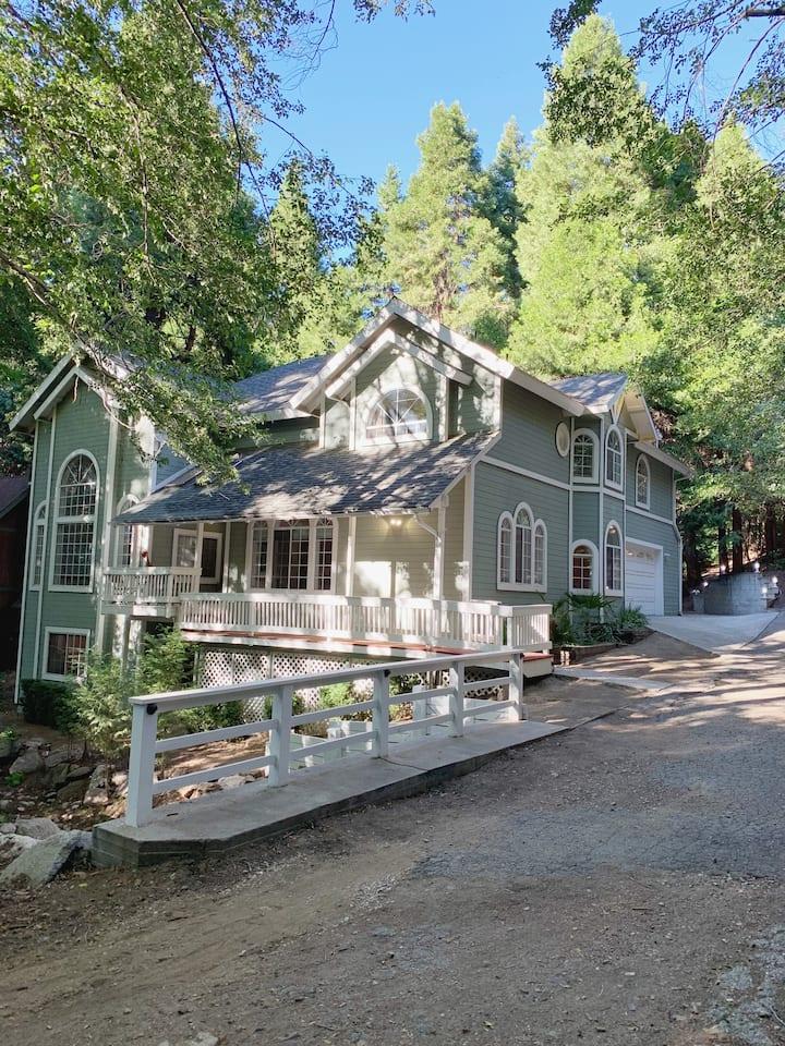 The Luxurious Modern Lake Arrowhead House.