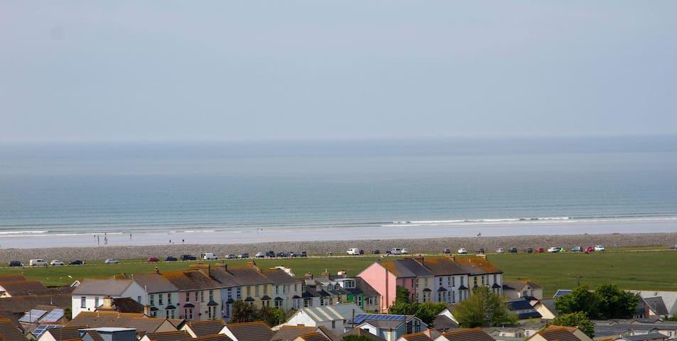 Stunning sea views, 5 min walk from beach & golf