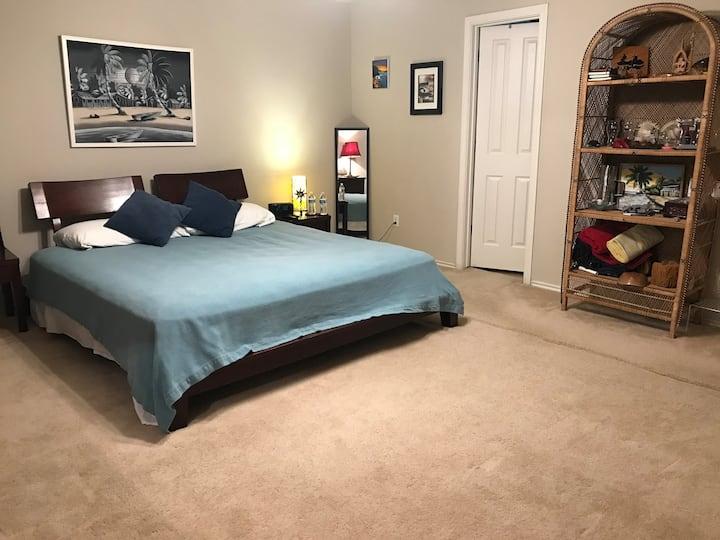 Wonderful home (4 bdr, 3 bth) cozy!