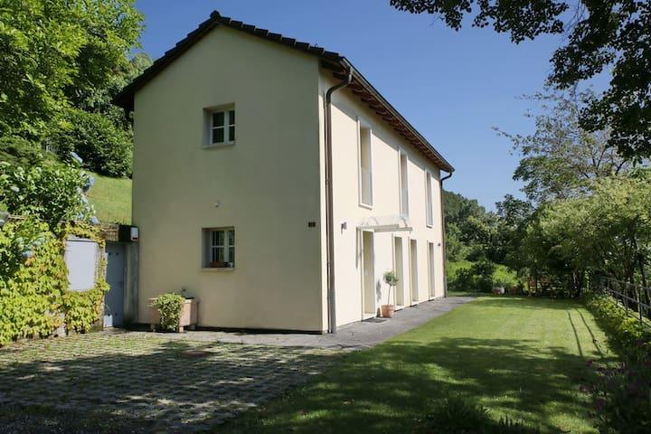 Ferienhaus im Grünen, Malcantone Ti - Aranno - House