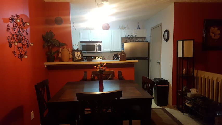 Cozy Condo by Polaris Mall and Chase Building - Lewis Center - Apartamento