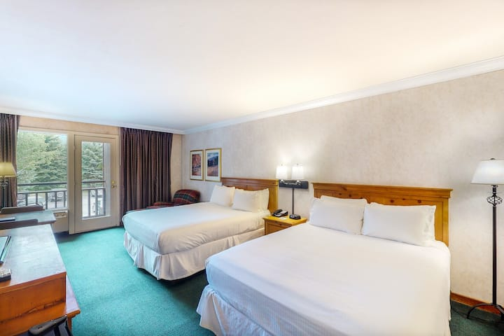 Inviting, ski-in/out hotel room w/ valley view, WiFi & shared hot tub, pool, gym
