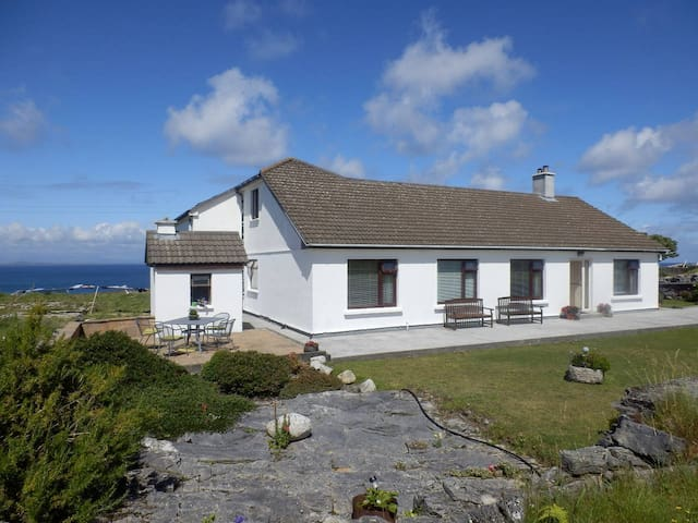 #4 An Realog Family Run B&B - Panaromic Sea Views - Kilronan - Inap sarapan
