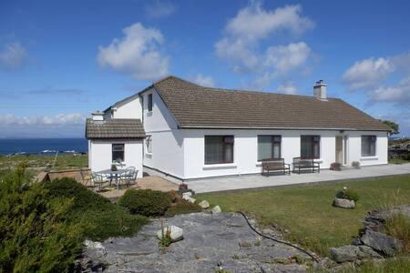 #4 An Realog Family Run B&B - Panaromic Sea Views - Kilronan - Bed & Breakfast