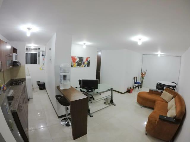 (Apartamento para 4) cerca de Aeropuerto y Estadio