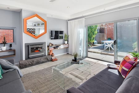 Spacious |Styled |CBD Home | Wood Fire| Sleeps 10