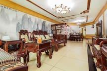 贵阳黔灵山北站喷水池宽敞中式大三室