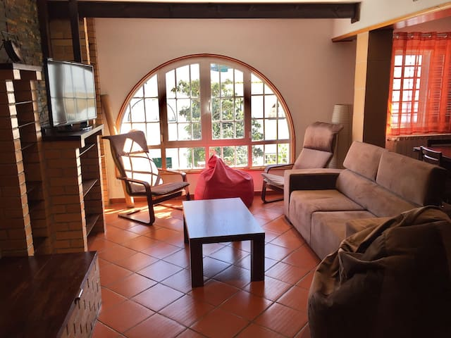 Beautiful residence at 15min from Lisbon, 4Rooms - Alcochete - Hus